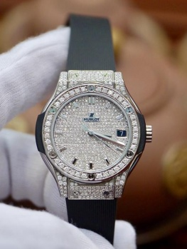 Hublot Classic Fusion 33mm Full Diamonds Option New 100% Fullbox 2019